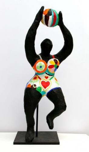 NANA nach Nicki de Saint Phalle (Pappmaché, Acrylfabe, Holz)
