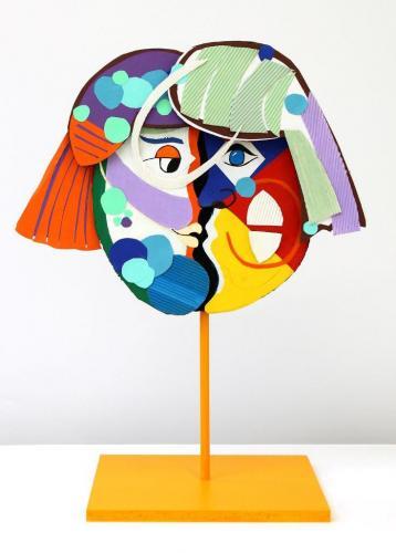 Dreidimensionaler Frauenkopf inspiriert von Pablo Picasso (Pappe, Acrylfarbe, Tonpapier)